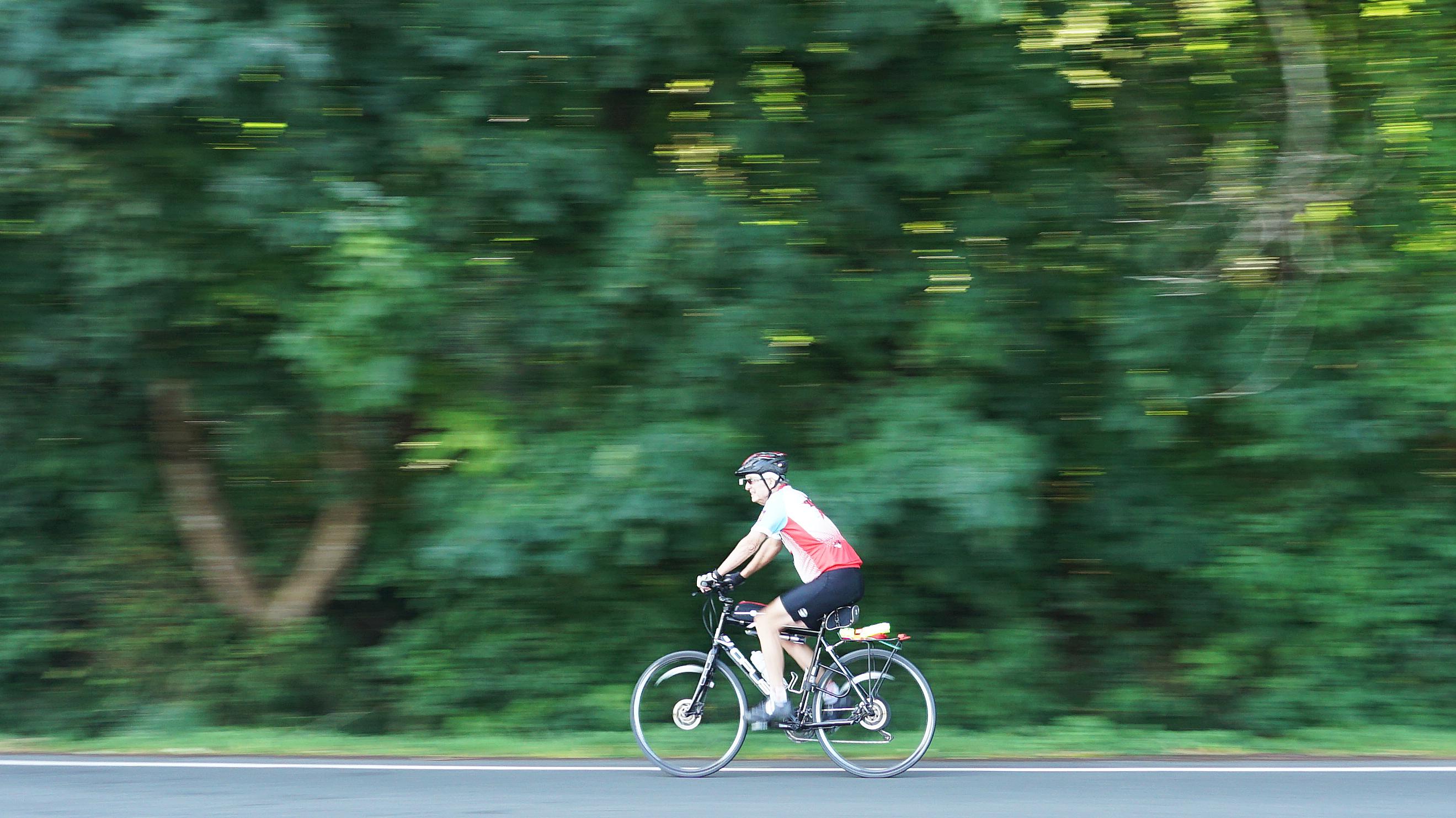 barb glick - DSC05216 cyclist at Spanish Banks
